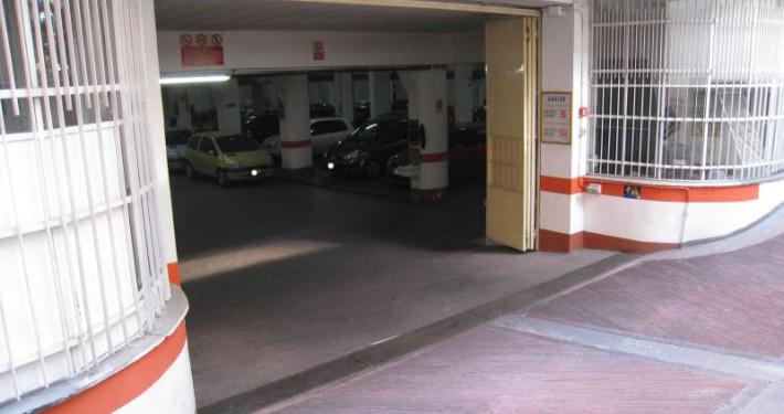 parcheggio viale marconi ingresso 2