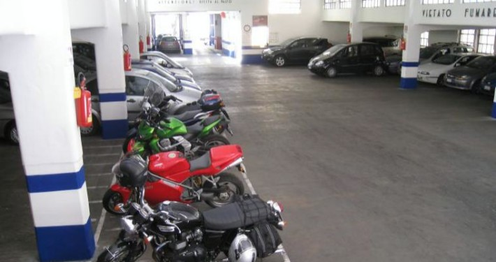 parcheggio britannia interno